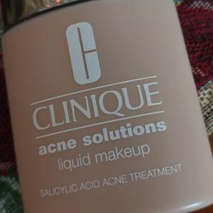 CLINIQUE Acne Solutions Liquid Make-up